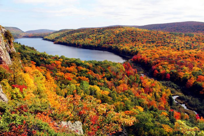 4 Days North Michigan Fall Foliage Tour